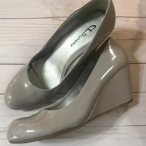 CL by Laundry Grey Patent Leather Wedges 9